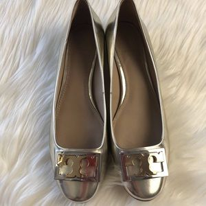 Tory BurchGold Logo Low Heel Pump shoes Leather